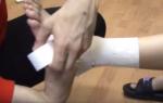 Тейпирование голеностопа при растяжении связок: как правильно наклеить кинезиотейп на голеностопный сустав и стопу