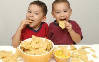 Насколько вредны чипсы для здоровья детей и чем они опасны организму взрослого человека?