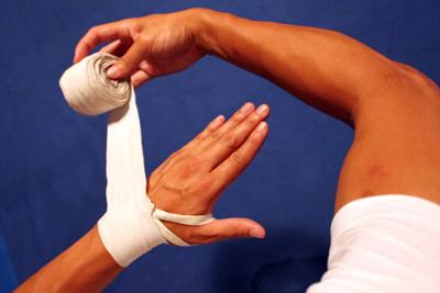 Как забинтовать палец на руке и правильная перевязка бинтом большого пальца ноги, как зафиксировать руку эластичной повязкой