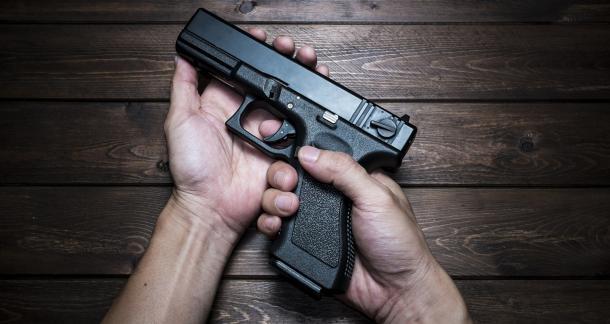 Первая медицинская помощь при огнестрельном ранении: виды и обработка ран, алгоритм действий при оружейном повреждении