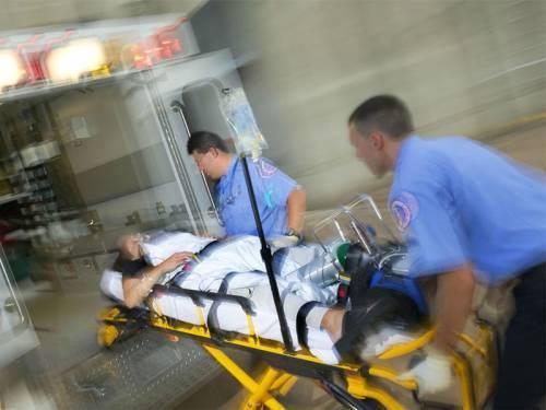 Реанимационные мероприятия при остановке сердца и дыхания, оказание первой неотложной помощи при реанимации человека