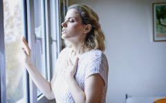 Болит поясница у женщин — причины тянущей и ноющей боли в спине, сильный и постоянный болевой синдром ниже поясницы и лечение