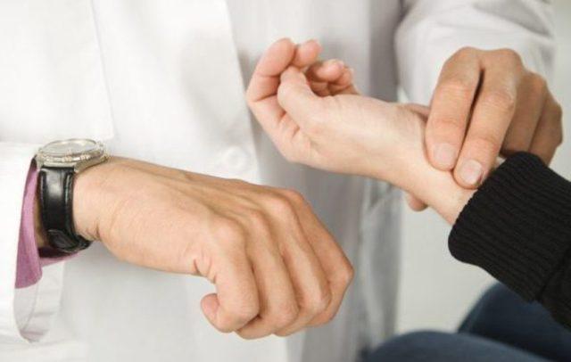 Пониженное давление — что делать в домашних условиях, первая помощь при повышенном пульсе на фоне низкого давления