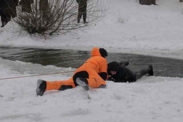 Переохлаждение в холодной воде: причины и симптомы, лечение осложнений гипотермии организма