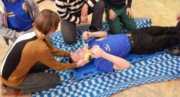 Первая помощь при переломе позвоночника: иммобилизация и транспортировка пострадавшего