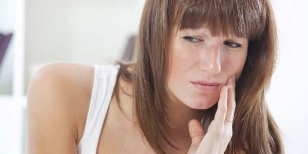 Зубная боль — чем снять в домашних условиях быстро и какие таблетки помогут убрать боль, экстренная помощь взрослому