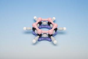 Бензол: класс опасности и симптомы хронического и острого отравления, что делать если проглотил бензин