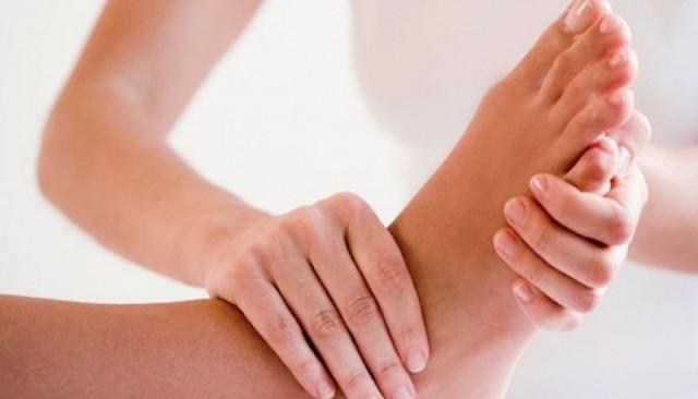 Вывих голеностопа — симптомы и лечение, признаки перелома, трещины и ушиба голеностопного сустава, первая помощь при травме