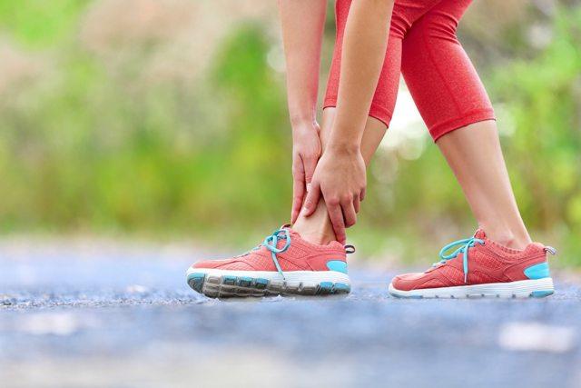 Вывих плеча: вправление, лечение после травмы, как вправить самостоятельно, осложнения