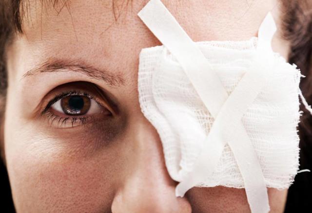 Химический ожог кожи — лечение в домашних условиях мазями, фото ожога роговицы глаза и оказание первой доврачебной помощи