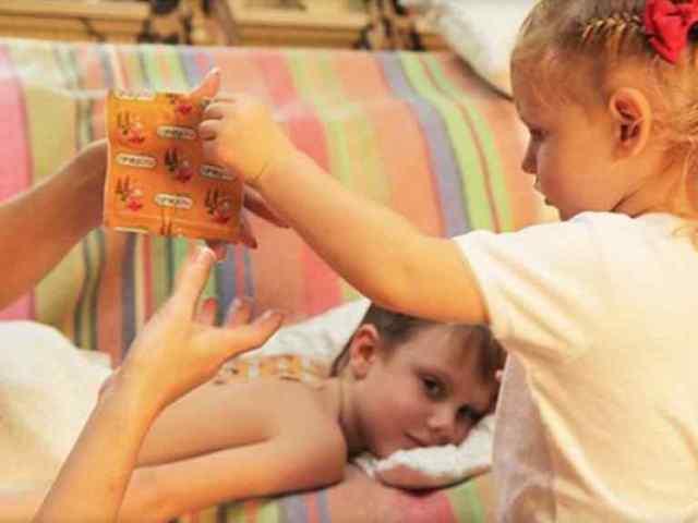 Как ставить горчичники при кашле детям — инструкция по применению, с какого возраста и можно ли делать при бронхите