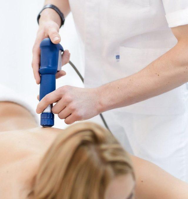 Ударно-волновая терапия — показания и противопоказания к применению, лечение позвоночника и артроза методом УВТ