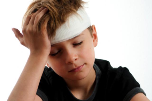 При сотрясении мозга — что делать и как лечить, первая помощь при сотрясении головного мозга у взрослых и детей
