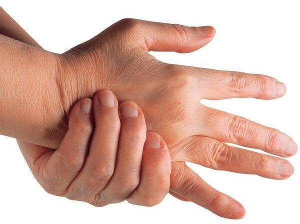 Вывих пальца на руке: симптомы и лечение, реабилитация и осложнения после травмы