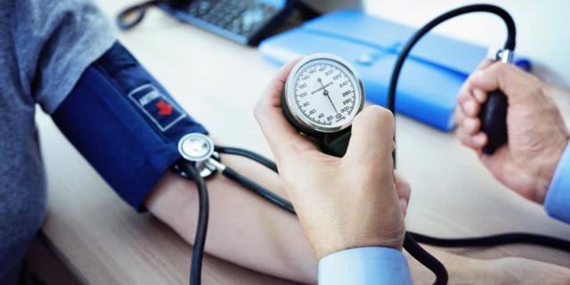 При каком давлении вызывать скорую помощь, низкое и повышенное артериальное давление при беременности и когда нужна скорая