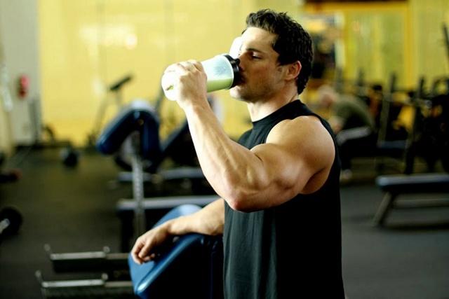 Протеины — польза и вред коктейлей для мужчин, побочные эффекты и действие напитка на здоровье организма женщин