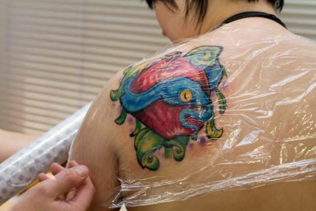 Как заживает тату (процесс заживления): стадии, сколько заживает татуировка и чем мазать тату