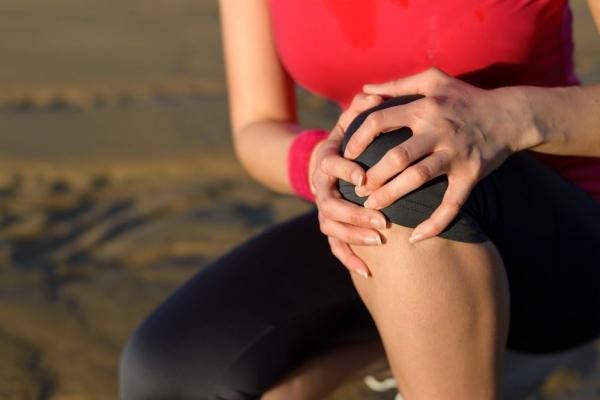 Болят связки коленного сустава — к какому врачу обратиться и чем лечить, причины боли в икроножной мышце и сухожилии под коленом
