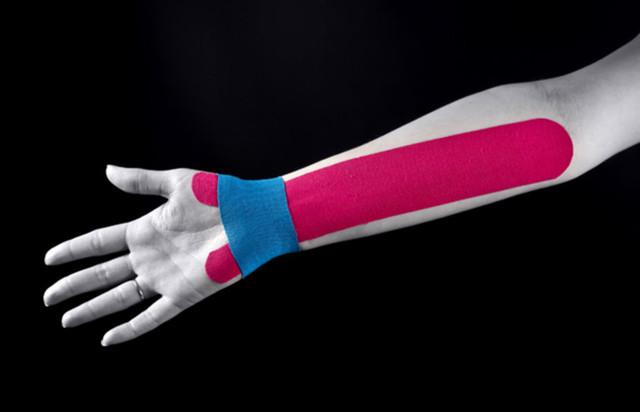 Растяжение связок кисти руки — симптомы и лечение в домашних условиях, тейпирование запястья