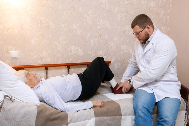 Перелом шейки бедра в пожилом возрасте: симптомы и лечение, реабилитация и инвалидность
