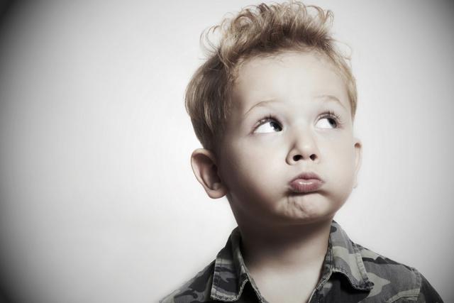Что будет если проглотить жвачку и что делать если ребенок съел жевательную резинку, можно ли глотать жвачку