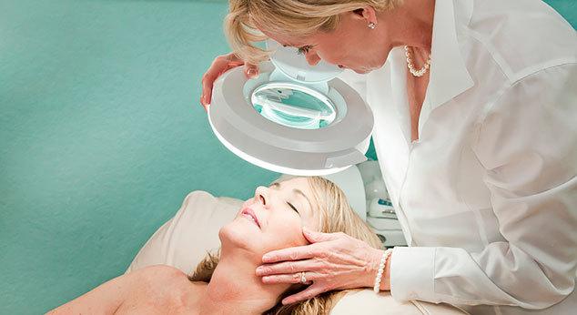 Рубцы постакне — лечение мазями и другими средствами, лазерная шлифовка шрамов после акне и как убрать пятна на лице