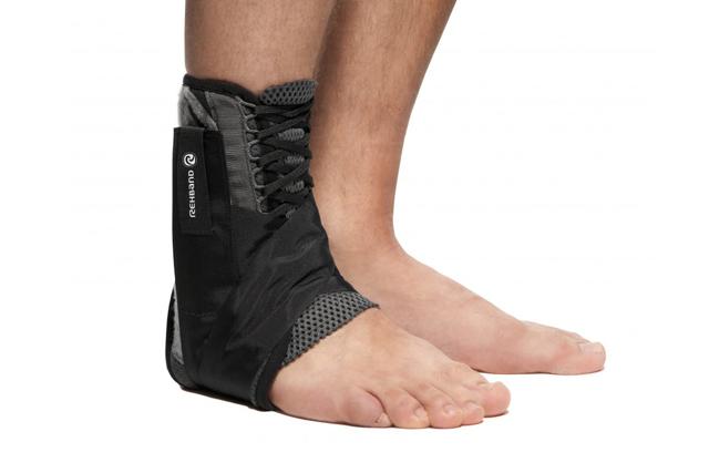 Ортез на голеностоп жесткой фиксации (тутор), лангета и фиксирующий бандаж, спортивный фиксатор стопы при растяжении