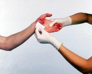Антисептик для ран (спрей и порошок): перечень названий, обработка ранений антисептиками в домашних условиях