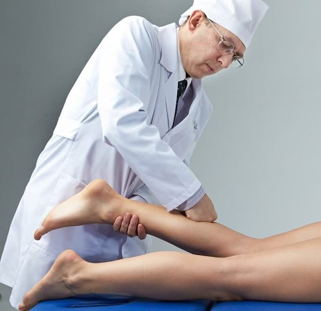 Отчего сводит судорогой икроножные мышцы ночью во время сна и что делать если сильно свело мышцу ноги