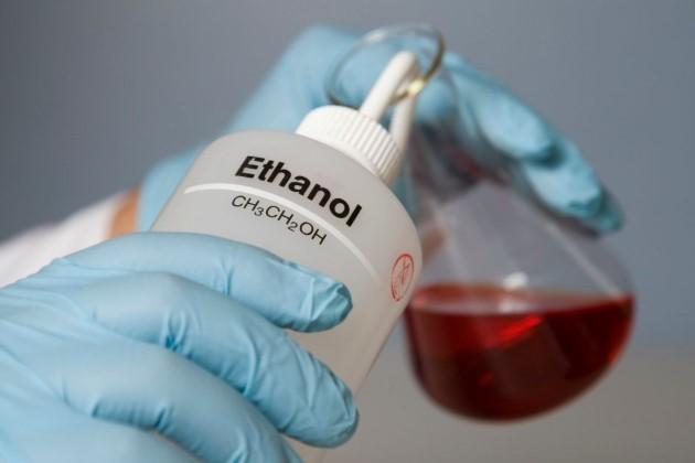 Как отличить метиловый спирт от этилового — какой из них можно употреблять внутрь