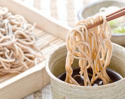 Лапша быстрого приготовления — вред и польза от Доширака и Роллтона
