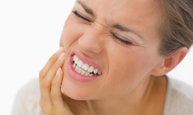 Подвывих нижней челюсти: симптомы и лечение, как правильно вправить челюсть, последствия