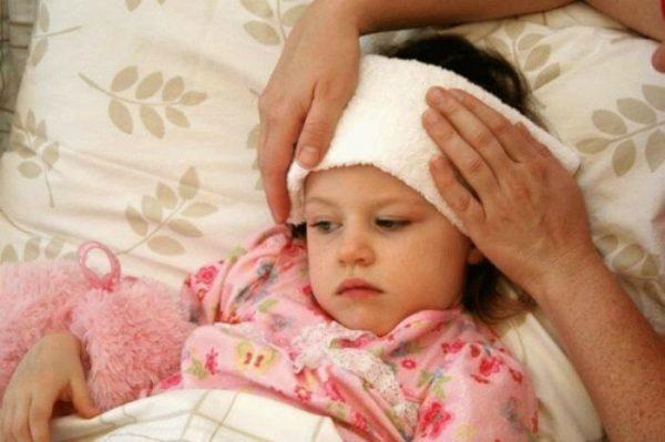 При какой температуре вызывать скорую ребенку и взрослому, в каких случаях нужно сбивать температуру и что можно сделать