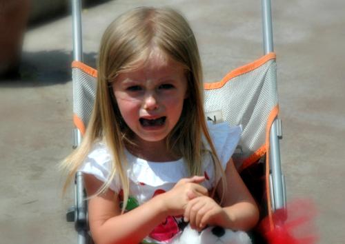 Как вытащить занозу у ребенка из пятки и пальца без иголки, как безболезненно достать маленькую занозу из ноги