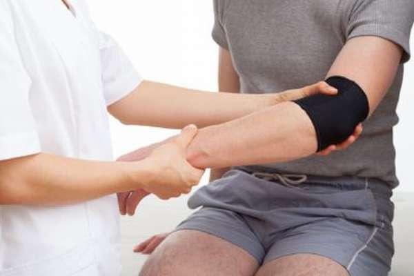 Перелом локтевой кости: лечение и реабилитация после травмы, первая помощь