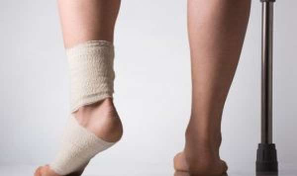 Отек голеностопа на одной ноге — причины и лечение, почему опухает нога у женщин и как снять отечность народными средствами