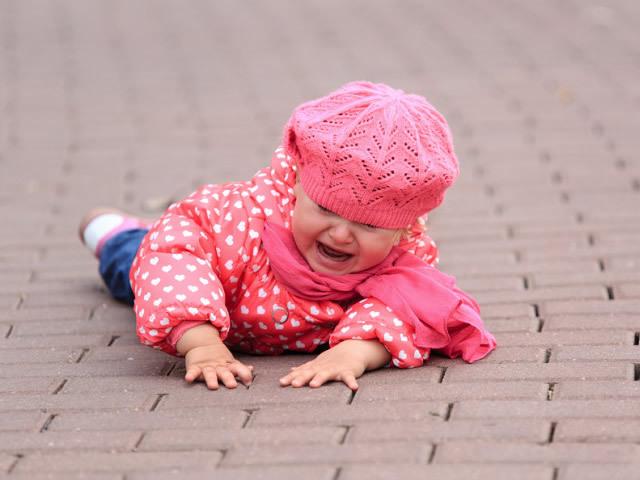 Ребенок разбил губу и изнутри она опухла — что делать и чем обработать рану, как лечить уздечку верхней губы если она порвалась