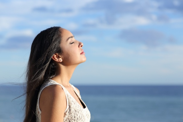 Тяжело дышать и не хватает воздуха — причины, при дыхании трудно полностью вдохнуть, что делать при ощущении нехватки воздуха