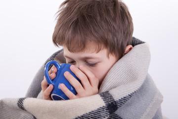 Первая помощь при утоплении (кратко по пунктам), как правильно спасать утопающего ребенка и виды утопления