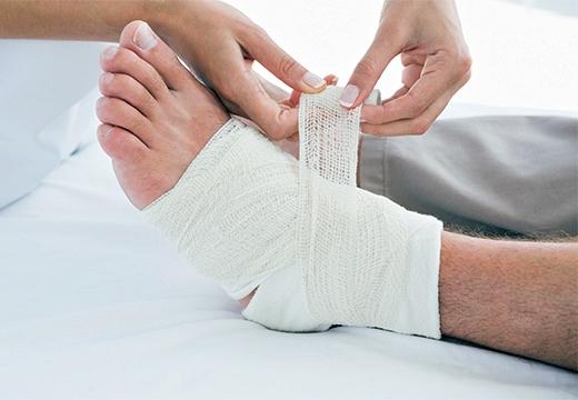 Лечение гнойных ран в домашних условиях: народные средства, самостоятельная перевязка нагноившейся раны